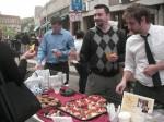 ハーバードの街のお祭りと店員さん達